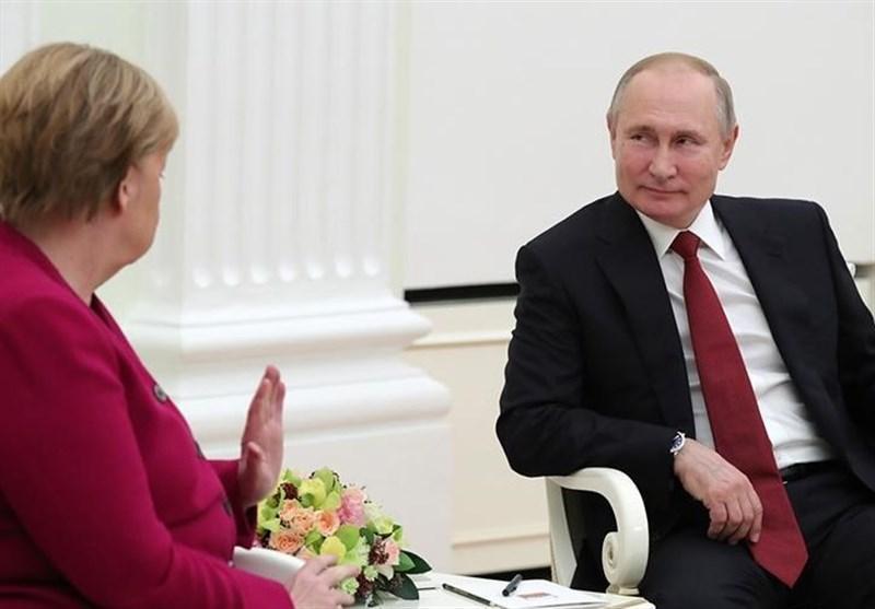 گفت وگوی تلفنی پوتین با مرکل درباره کرونا و اوکراین