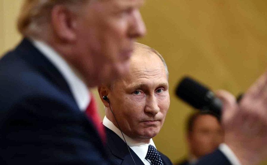 پاسخ کرملین به ادعای بولتون در باره معطل مانندن پوتین