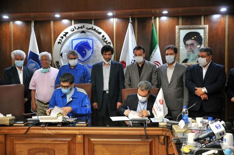 امضای تفاهم نامه ایران خودرو و بانک ملت