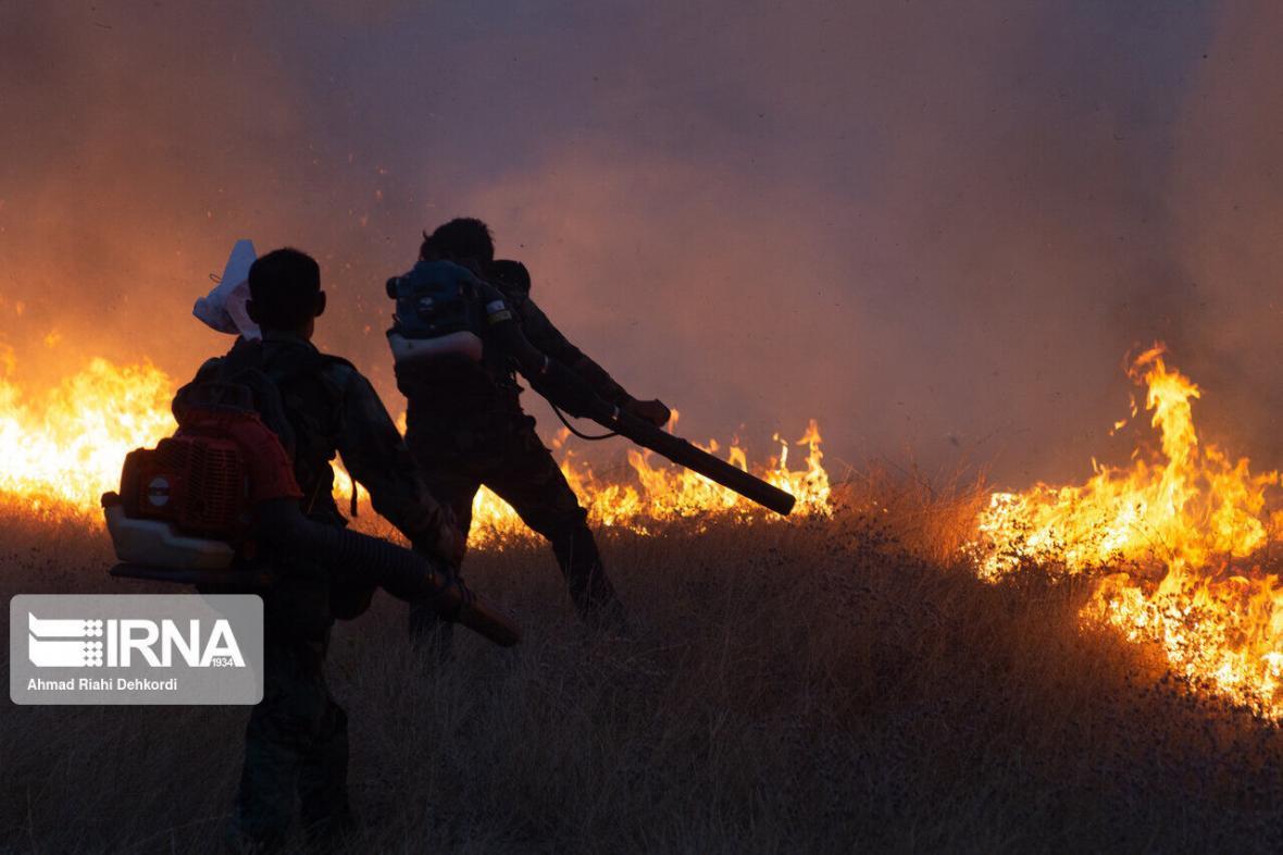 خبرنگاران آتش پارک ملی سالوک اسفراین مهار شد