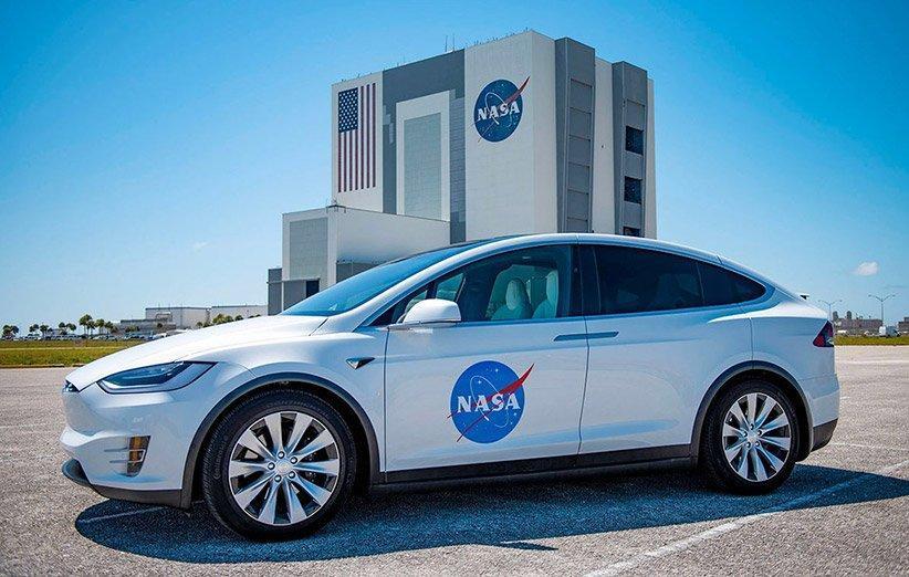 خودروی جابه جایی فضانوردان به پایگاه پرتاب مأموریت اسپیس ایکس چیست؟
